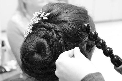 hairdo  curling  hairstyle