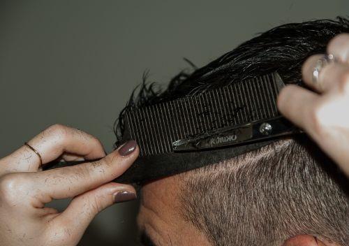 hairdresser cup comb