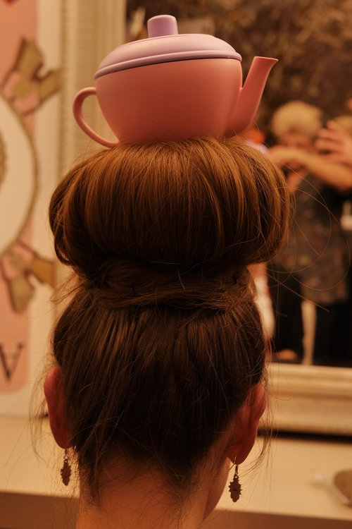 hairstyle  alice in wonderland