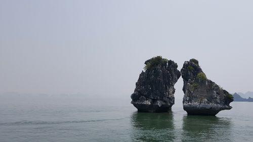 halong bay vietnam kiss landscape
