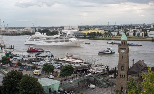 hamburg landungsbrücken port