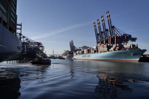 hamburg  port  port city