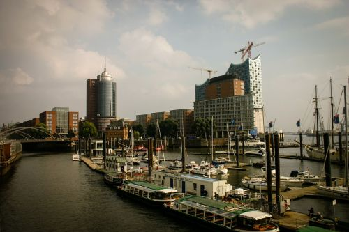 hamburg port ship