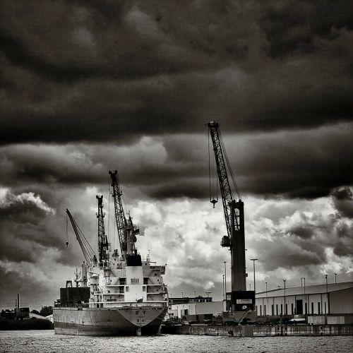 hamburg port container