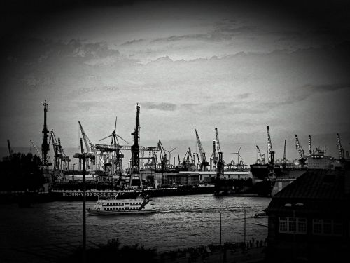 hamburg port ships