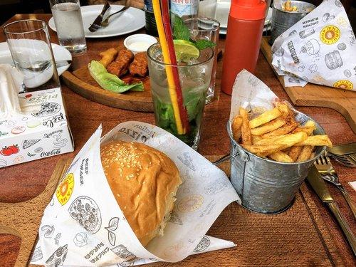 hamburger  voedsel  frietjes