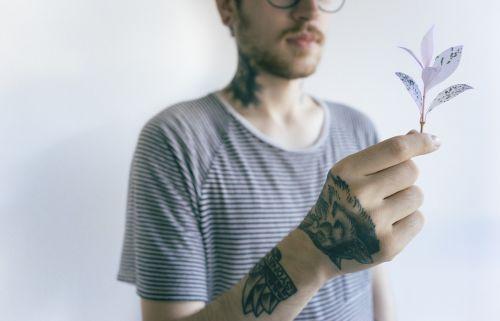 hand tattoos hold