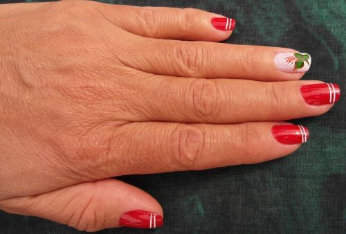 hand finger nail varnish