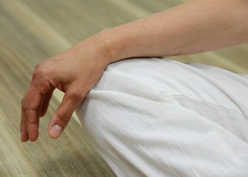 hand meditate relaxation