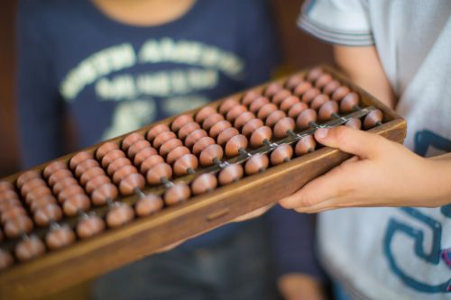 hand abacus numbers