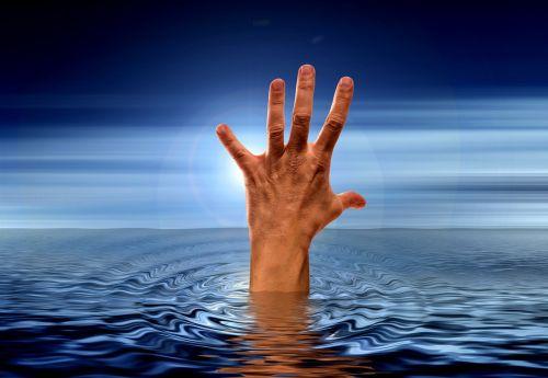 hand sea water