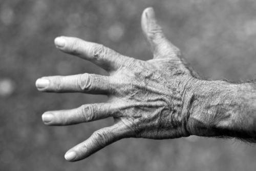 hand elderly woman wrinkles