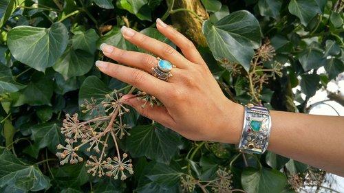 hand  jewellery  design