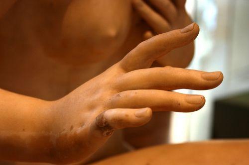 hand sculpture louvre