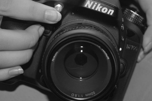 hand camera nikon