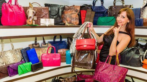 handbags shopping woman