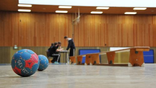handball hall ball
