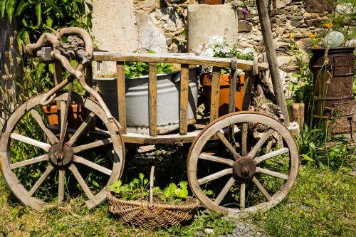 handcart deco garden