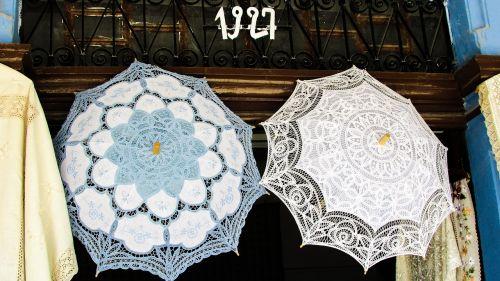 rankdarbiai,siuvinėjimas,rankdarbiai,nėriniai,skėčiai,rankų darbo,amatų,tradicija,Kipras,lefkara,tradicinis,kaimas,turizmas,parduotuvė