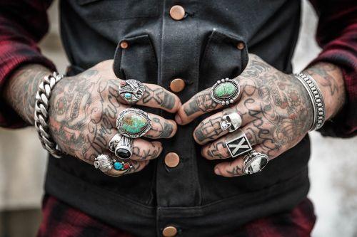 rankos,tatuiruotės,žiedai,aksesuarai,piešimas,dizainas,etninis,modelis,traukiamas,stilius,dekoratyvinis,tatuiruočių menas,rašalas,mada,alternatyva,gyvenimo būdas,papuošalai