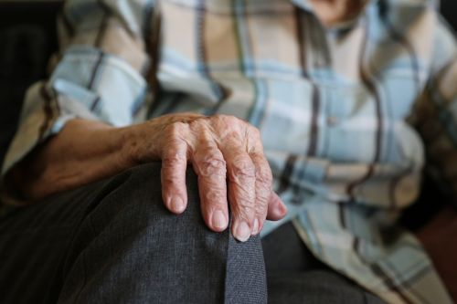 hands 104 years pensioner