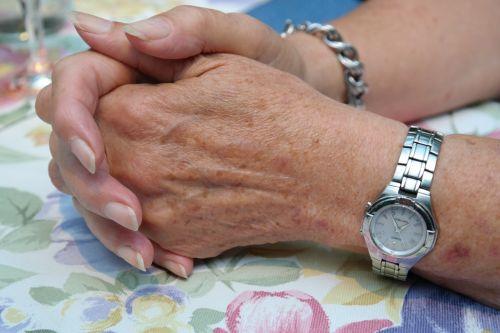 hands woman jewellery