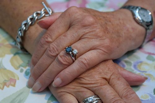 hands woman jewellery