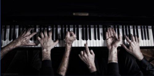 hands  piano  fingers