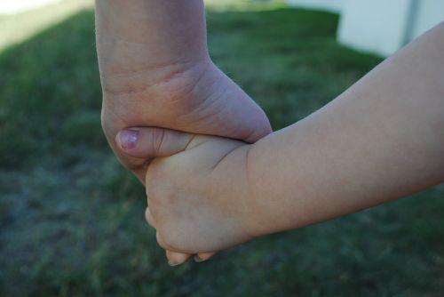 rankos,vaikai,broliai ir seserys,vaikas,vaikystę,žmonės,balta,jaunas,pirštai,mažai,žmogus,linksma,mergaitė,žaisti,meilė,ūkis,mažas,šeima,berniukas,kartu,asmuo,jaunimas,sūnus