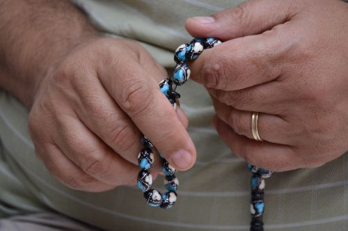 hands rosary pray