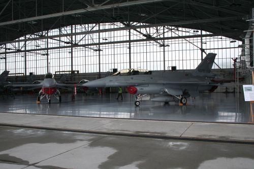 hangar the plane the military