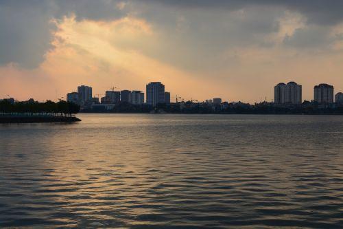 hanoi sunset lake