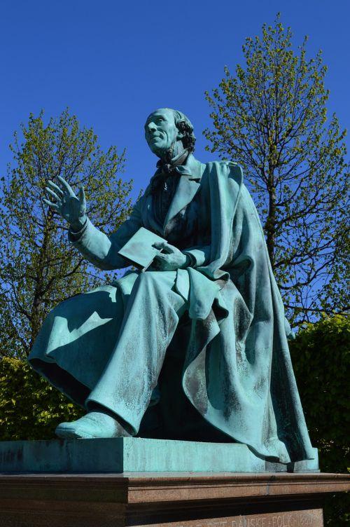 hans christian andersen rosenborg castle gardens statue