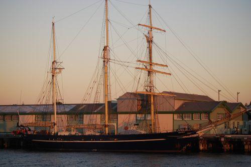 harbour boat harbor