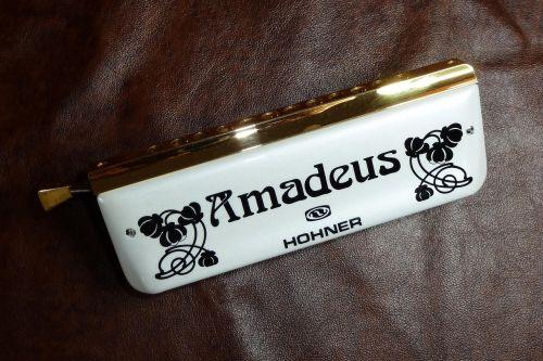 harmonica white amadeus