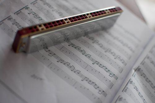 harmonica music notes