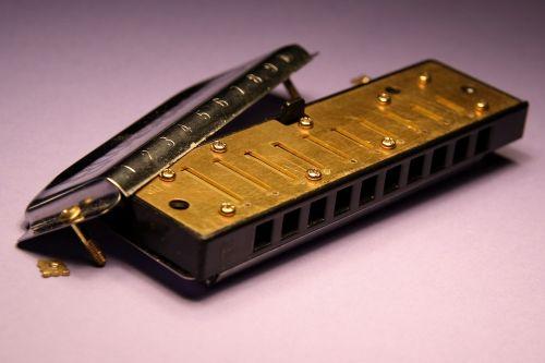 harmonica music inner workings
