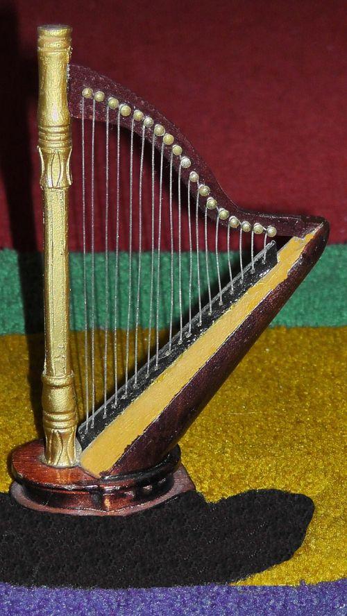 harp plucked string instrument figure