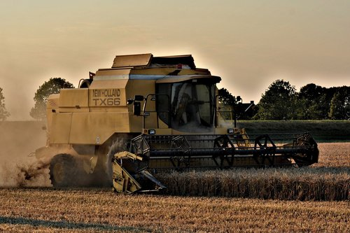 harvester  straw harvest  new holland tx66
