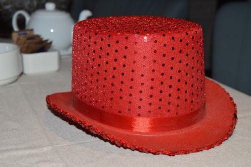 hat red shine