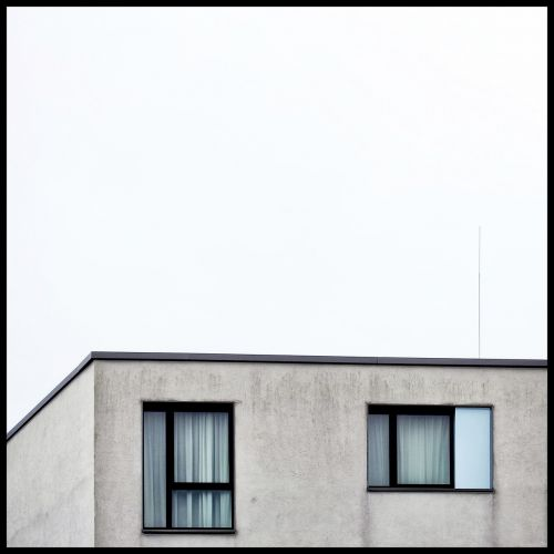 hauswand abstract window
