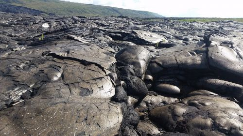 hawaii lava flow barren