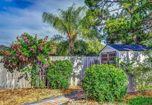 hdr fence shed
