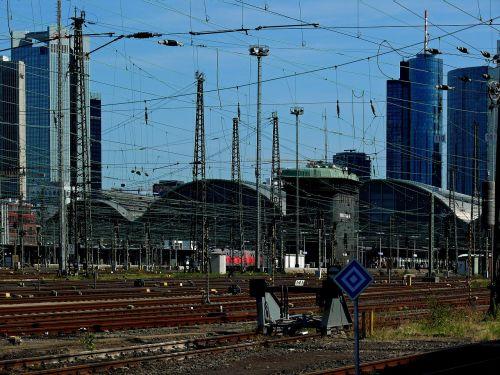 railway station gleise skyline
