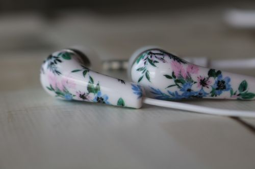 headphones white flowers