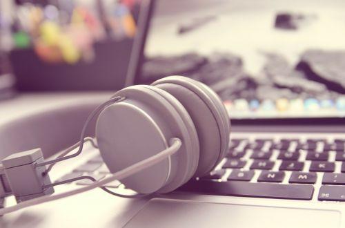 headphones keyboard apple