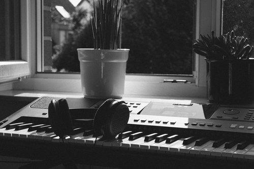 headphones  keyboard  piano