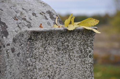 headstone cemetery tomb