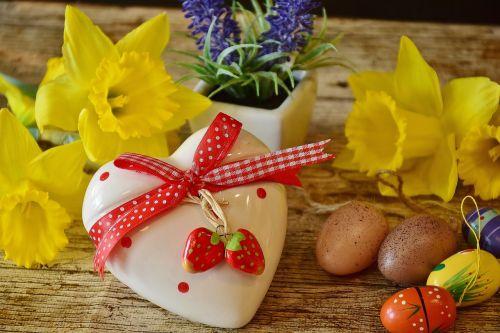 heart daffodils gift