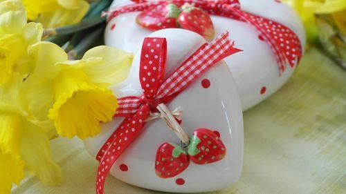 heart love gift daffodils